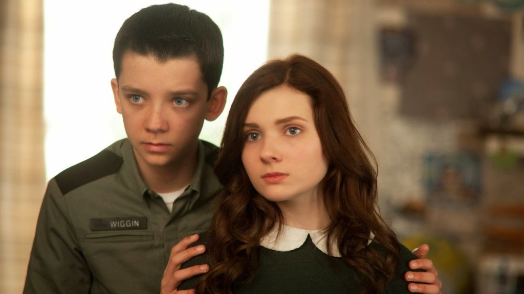 (L-R) ASA BUTTERFIELD and ABIGAIL BRESLIN star in ENDER'S GAME