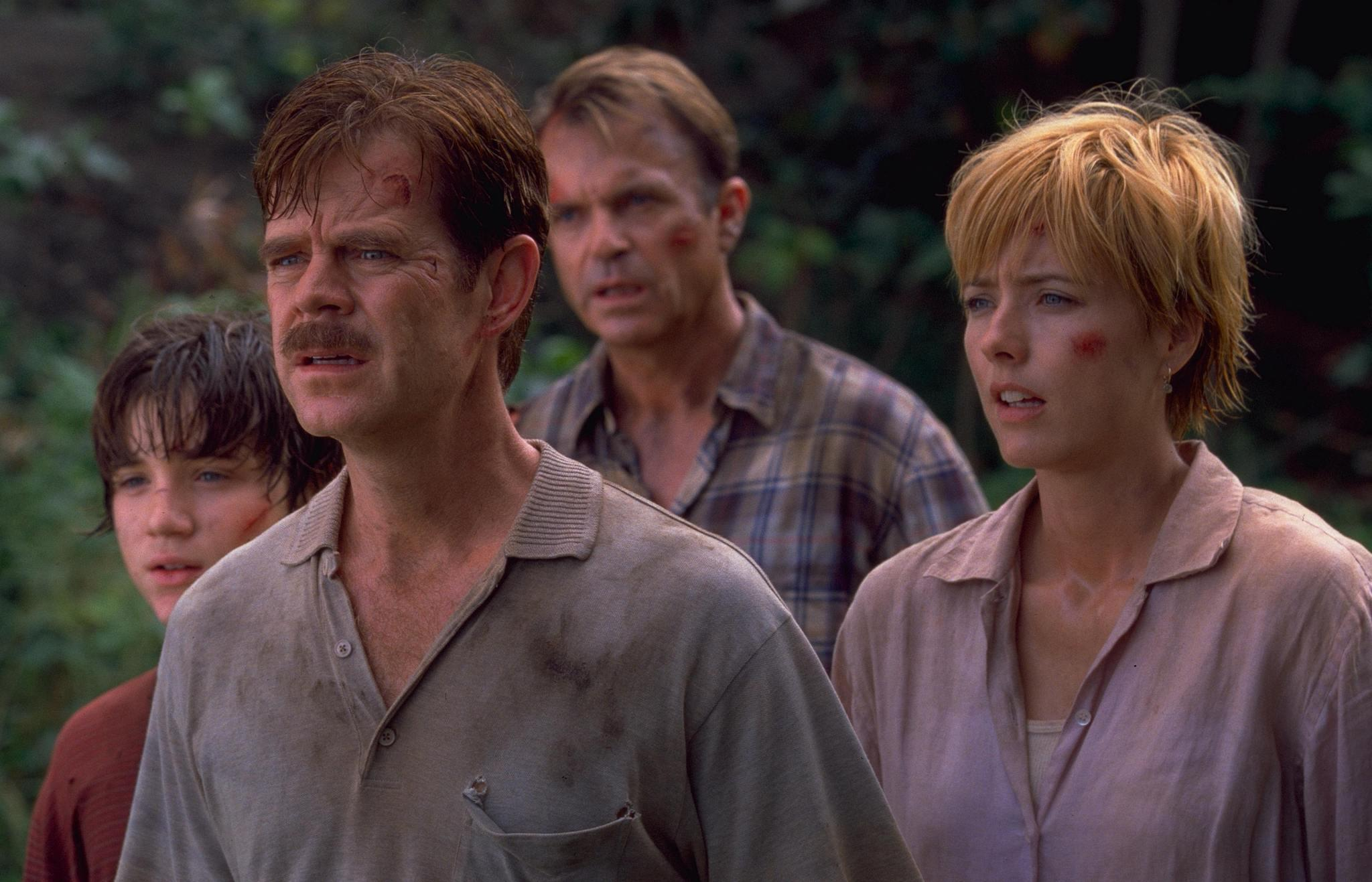 still-of-téa-leoni,-william-h.-macy-and-sam-neill-in-jurassic-park-iii-(2001)