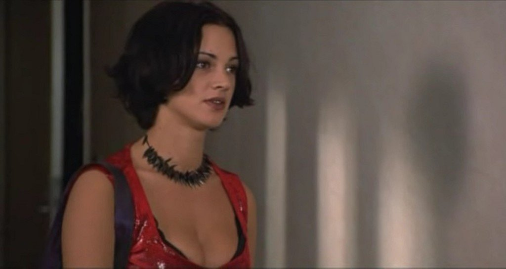 asia-argento-new-rose-hotel-1998-7