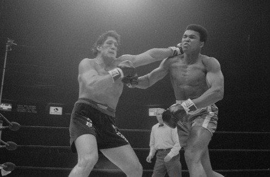 Oscar Bonavena Punching Muhammad Ali